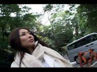 【無修正】パイパン美人妻と神社の境内で露出中出しハメ!!