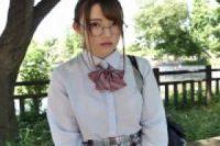 【無修正】眼鏡の初心な制服JKが薄暗い部屋でマングリ返し状態の激しいクンニに悶絶