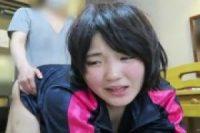 【無修正】(無)18歳の初心なロリ少女がクリを攻められながらの生正常に顔を赤らめる