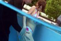 ビキニ姿のスレンダー美女がプールで襲われて生姦レイプ被害に‥