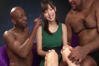 日本の美少女が黒人の3P串刺し姦で失神寸前に‥www