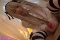 銀髪メイドコスプレ美少女が神妙な表情でパイパン生挿入に喘ぎ悶える