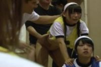 体育の授業中のブルマ少女たちが時間を止められて手マンされちゃう
