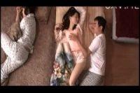 父と三人で寝ている下の娘に手を出す鬼畜な父親