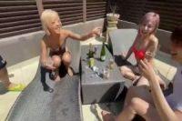 暑い夏は黒ギャルお姉さんたちの独占場でしょ! 美人たちが乱交騒ぎでノリよくチ〇ポを交替でむしゃぶり尽くす