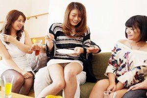 奥様大乱交キタ━(゚∀゚)━━!!「ちょっとパンツ見えちゃってるよ♥」久々のSEXであげあげ妻たちと止まらないSEX!!!